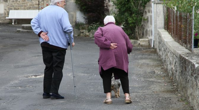 Het aantal valongevallen bij ouderen kan worden verminderd door samenwerking